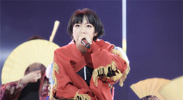 吴莫愁助力演唱《信天游》