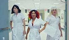 """刘昊然变身""""女护士"""""""