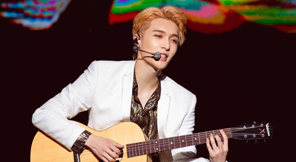 张艺兴吉他弹唱《小小礼物》